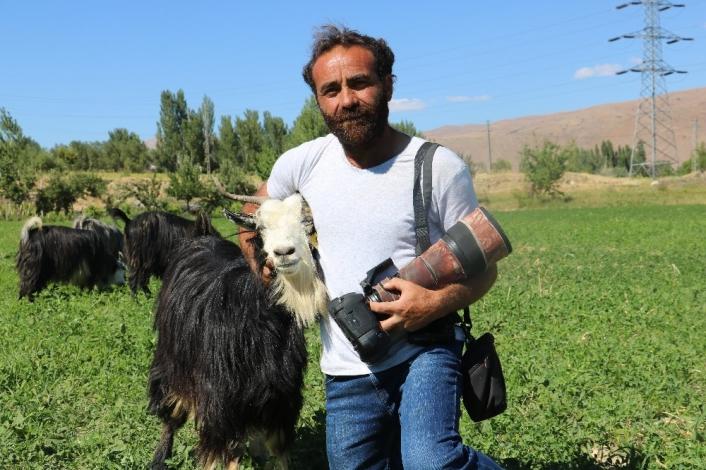 Fotoğraf tutkusu çobana, 25 bin TL harcattı
