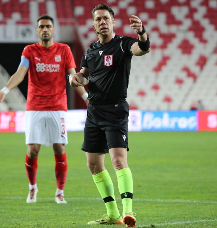 Gaziantep FK - Sivasspor maçının VAR´ı Fırat Aydınus