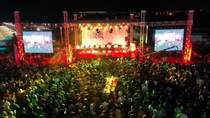 Gençlik ve çocuk festivalinde renkli görüntüler