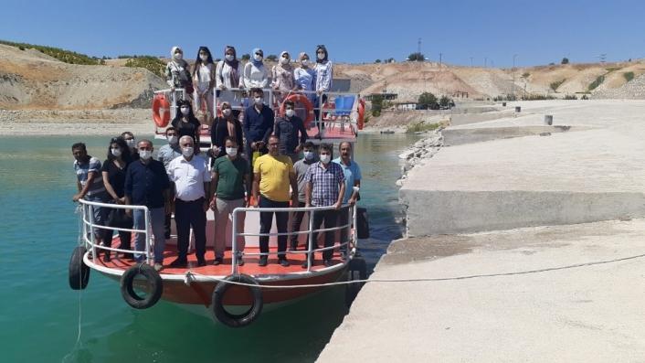 Göreve başlayan öğretmenlere tekneyle Samsat tanıtıldı
