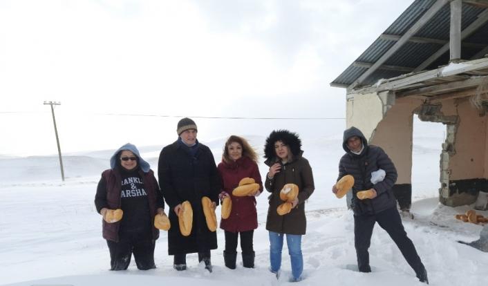 Gürün Ziraat Odası dondurucu soğukta hayvanları unutmadı