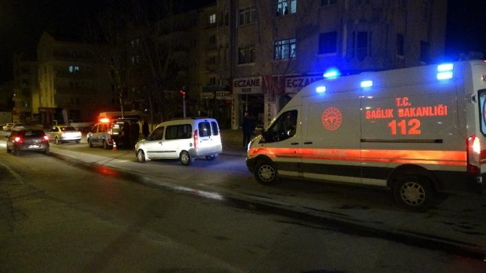 Hafif ticari araçla otomobil çarpıştı: 1´i bebek 2 kişi yaralandı