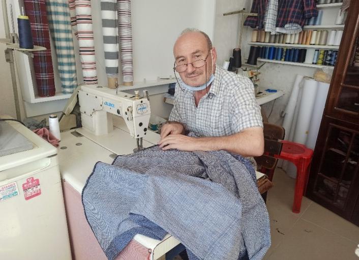 Hobi olarak başladı 40 yıldır gömlek dikiyor