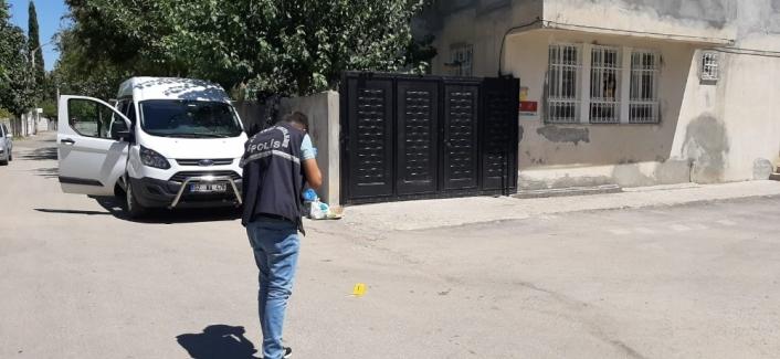 Husumetlisinin evinin önünde havaya ateş edince gözaltına alındı