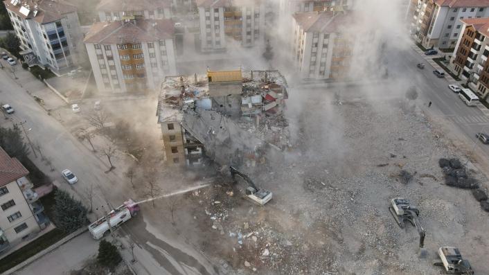 İki depremde 16 bin 773 yapı ağır hasar aldı, 5 bin 664´ünün yıkımı yapıldı