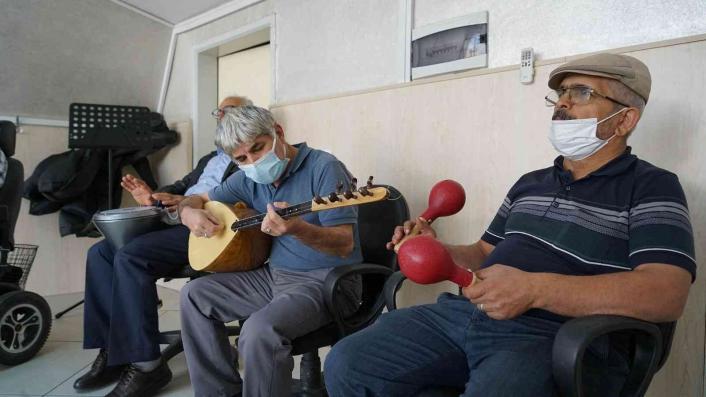 İleri Yaş Atölyelerinde eğitimler başladı