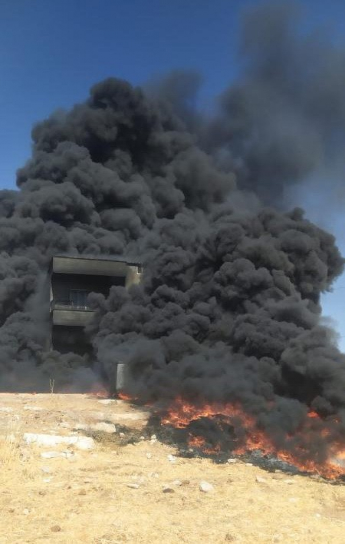 İnşaat alanında çıkan yangın paniğe neden oldu