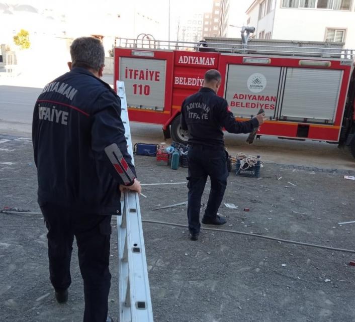 İş yerinde mahsur kalan atmaca kurtarıldı