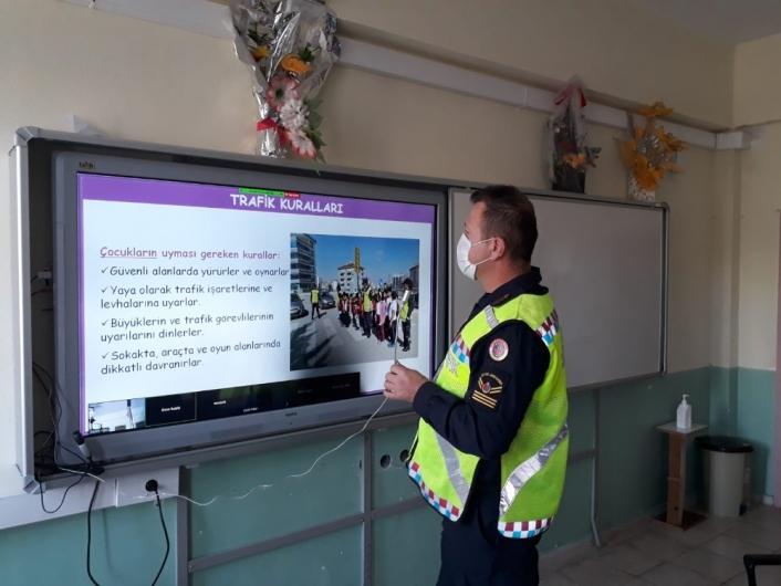 Jandarma trafik ekipleri EBA´dan öğrencilere trafik dersi verdi