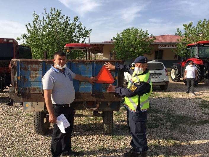 Jandarmadan traktör sürücülerine bilgilendirme