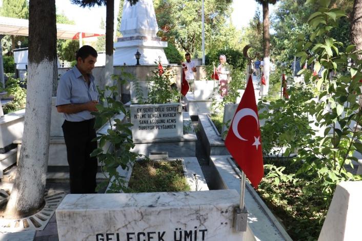 Kahramanmaraş´ta vatandaşların mezarlık ziyareti