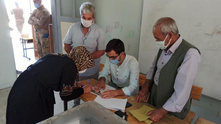 Kahta´da 2 köyde muhtarlık seçimi