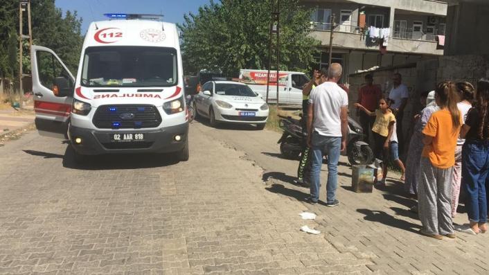 Kahta´da motosikletli kediye çarpmamak için kaza yaptı