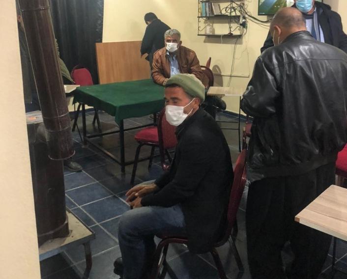 Kahvehanede kısıtlamaları ihlal eden 25 kişiye 86 bin 725 lira ceza