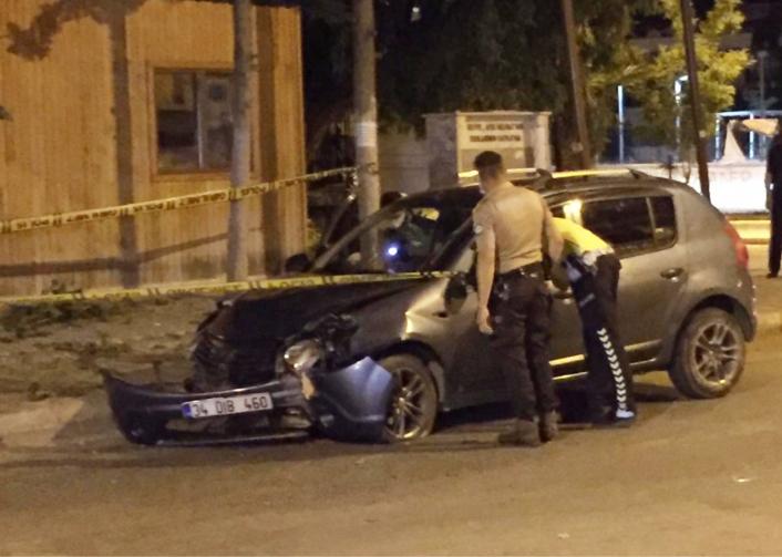 Kaldırıma çıkarak takla atan otomobilin sürücüsü yaralandı