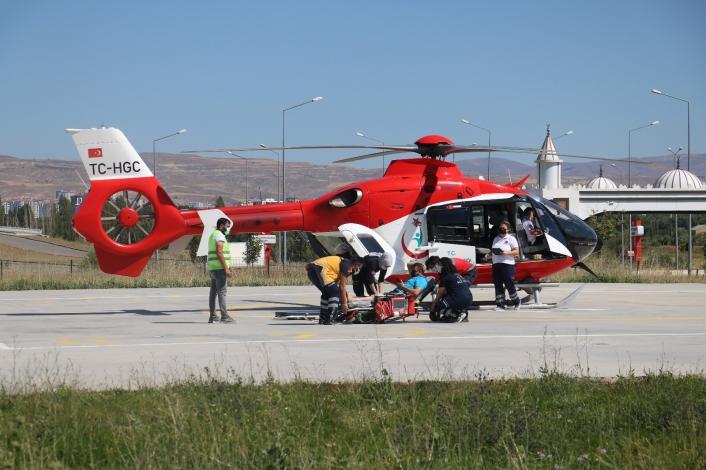 Kalp krizi geçirdi, ambulans helikopterle hastaneye yetiştirildi