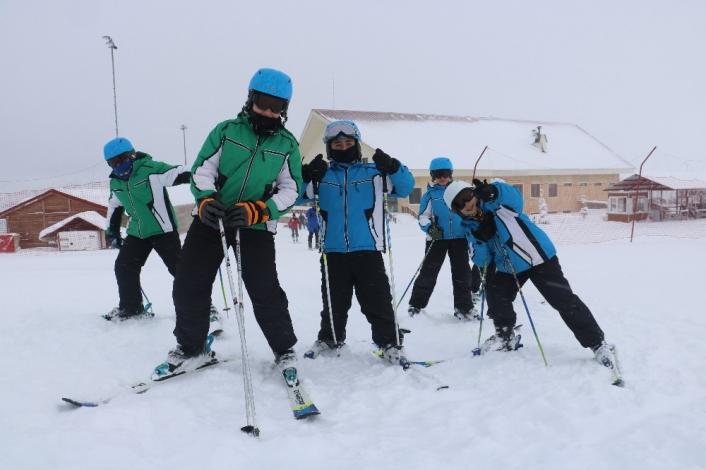 Kar kalınlığı 80 santimi buldu, Sivas´ta kayak sezonu açıldı