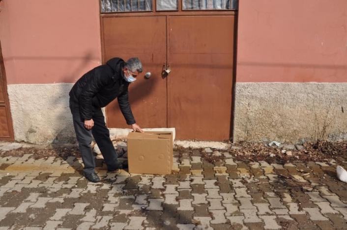 Karantinaya alınan mahalleye paket desteği