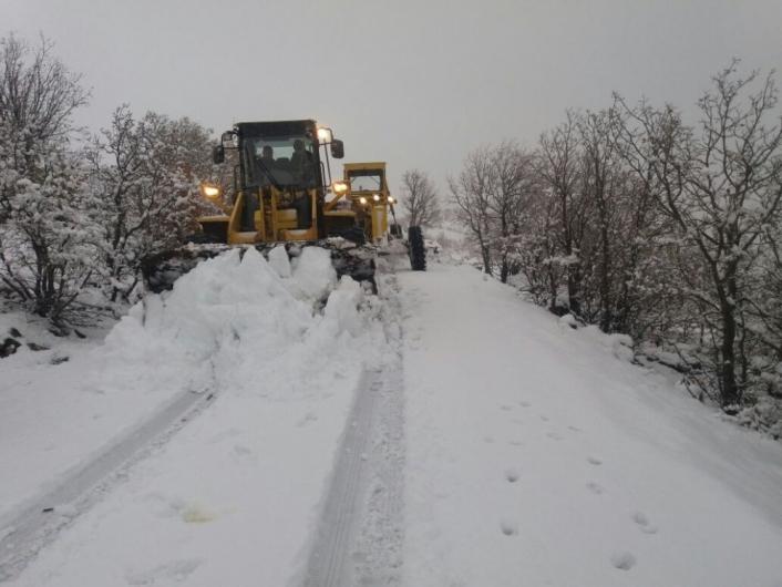 Karla mücadele için iş makineleri hazır bekliyor