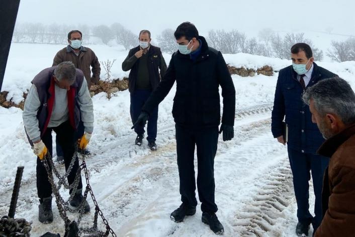 Kaymakam Köksal kar temizleme çalışmalarını inceledi