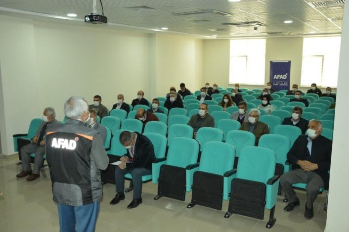 Kaymakamlık personellerine deprem semineri