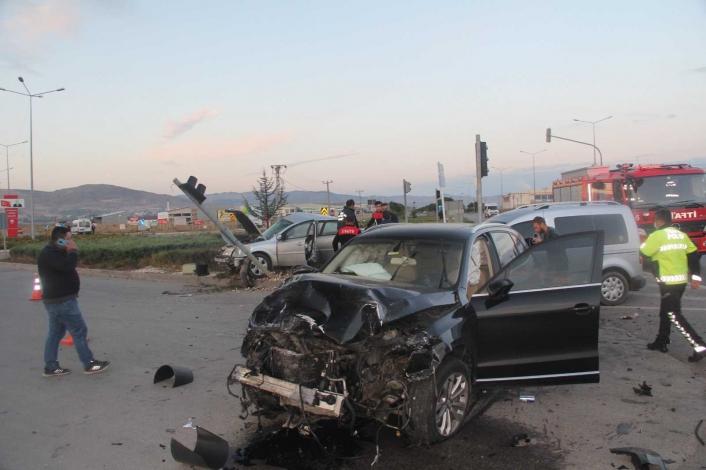 Kazada 1 kişi hayatını kaybetti 4 kişi yaralandı