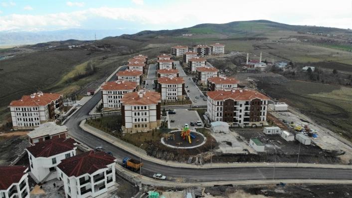 Kerpiç evlerde oturan depremzedeler, lüksü aratmayan konutlara geçti