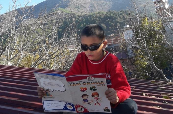 Kırsal kesimdeki öğrencilere kitap okuma sevgisi aşılanıyor