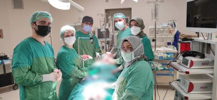 Kitle nedeni ile nefes darlığı ve yutma güçlüğü çeken hasta Fethi Sekin Şehir Hastanesi´nde sağlığına kavuştu