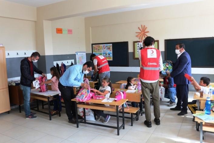 Kızılay köy okullarındaki çocukları unutmadı
