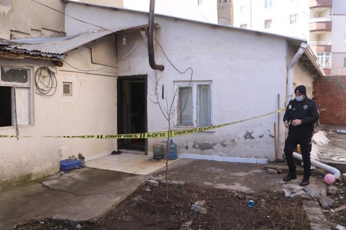 Komşularının haber alamadığı yaşlı adam ölü bulundu