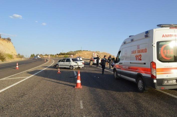 Kontrolden çıkan otomobil bariyere çarptı: 3 yaralı
