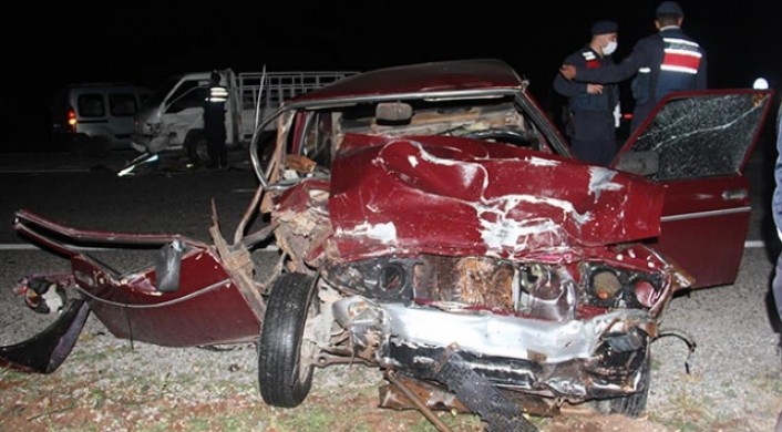 Konya'da otomobil ile kamyonet çarpıştı: 6 yaralı