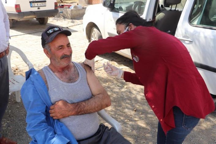 Kovancılar ´da aşı seferberliği, ekipler kapı kapı dolaşıp vatandaşları aşılıyor