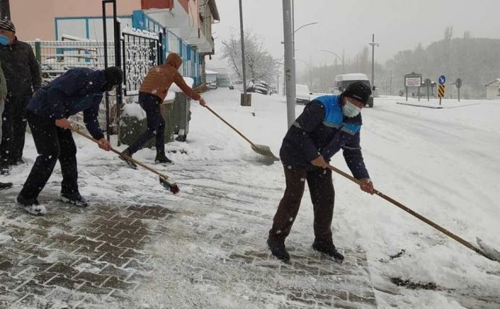 Kuluncak´ta yoğun karla mücadele
