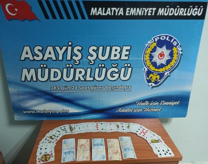 Kumar oynayan 4 şahsa idari para cezası