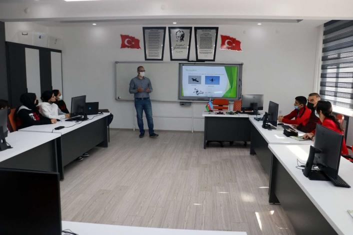 Lise öğrencilerinden kardeş ülkeye drone eğitimi