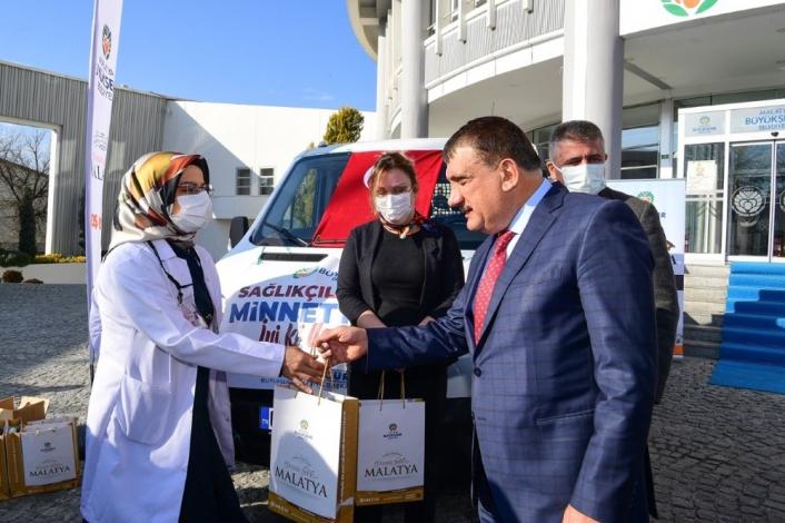 Malatya Büyükşehir Belediyesi´nden sağlıkçılara hediye paketi