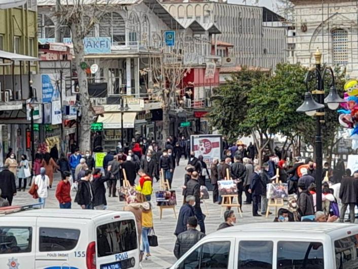 Malatya caddelerinde aylar sonra hafta sonu insan yoğunluğu
