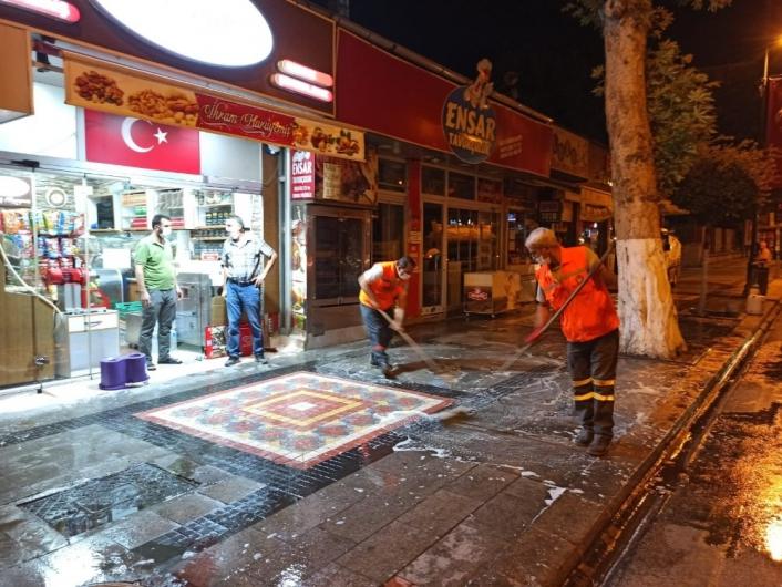 Malatya caddelerinde Covid-19 temizliği