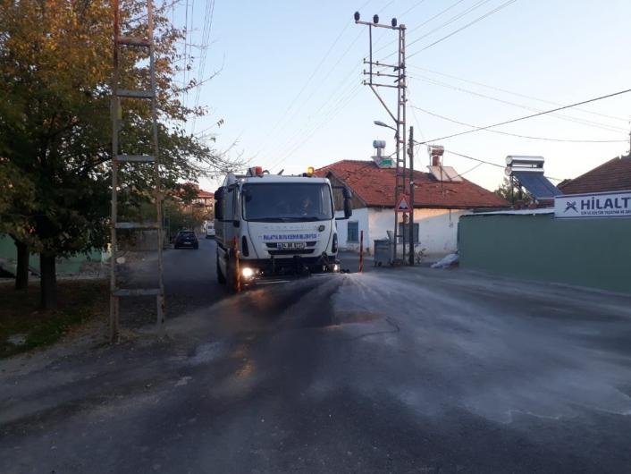Malatya´da cadde ve sokaklar ilaçlı sularla yıkanıyor