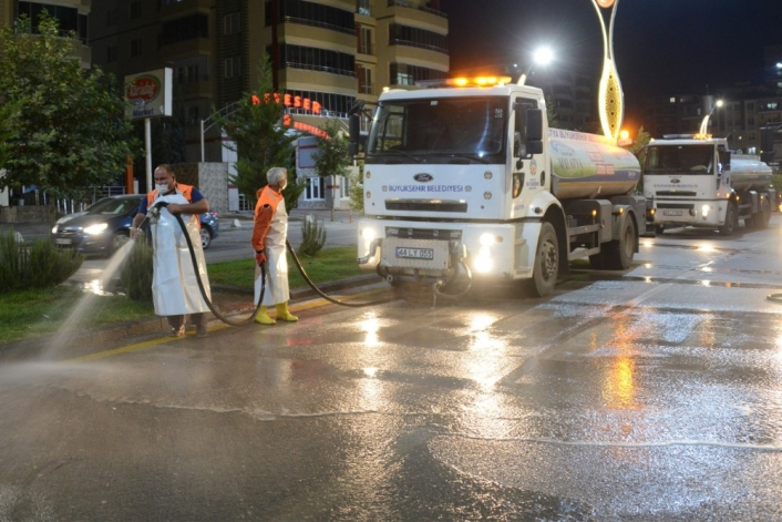 Malatya´da caddeler yıkanıyor