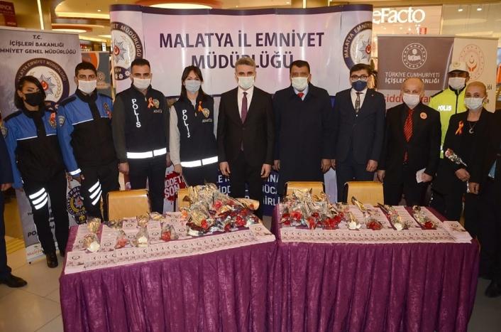 Malatya Park AVM´de `Kadına Yönelik Şiddetle Mücadele´ etkinliği