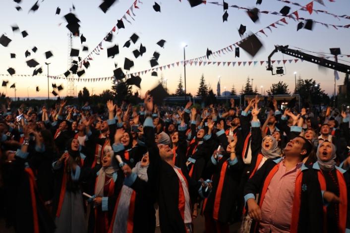 Malatya Turgut Özal Üniversitesi´nde mezuniyet coşkusu