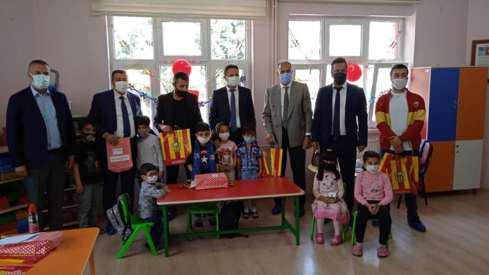Malatyasporlu taraftarlar çocukların bayramını unutmadı