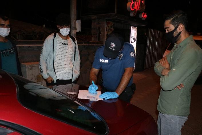Maske cezası kesilen sürücüden polise,