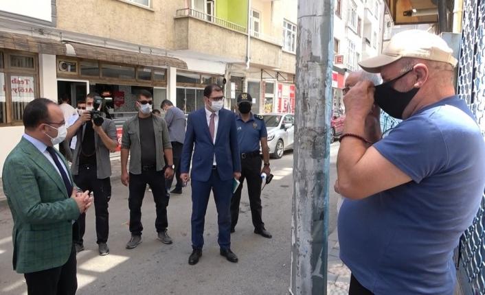 Maskeyi düzgün takmayanları gören Vali uyardı: