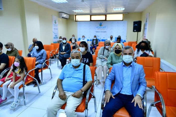 Mehmet Çınar, fotoğrafçılık kursunu ziyaret etti