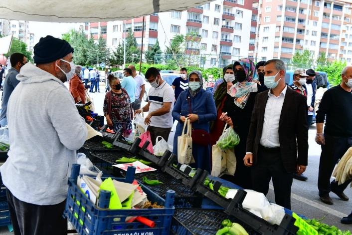 Milletvekili Tüfenkci ve Başkan Çınar´dan semt pazarı ziyareti