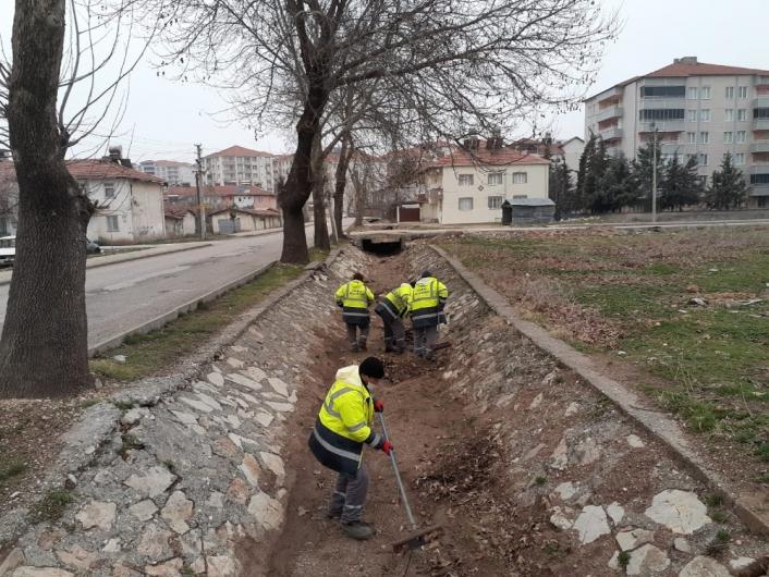 Mimar Sinan Mahallesinde kanal temizliği